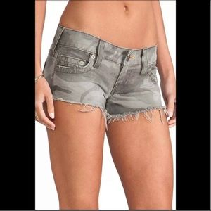 True Religion BOBBY CUT-OFF CAMO WOMENS SHORTS